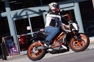 2016 KTM 390 Duke Review