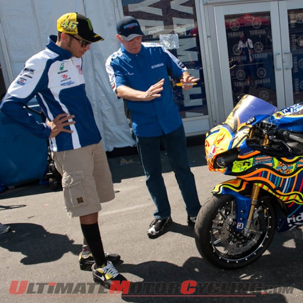 2010-valentino-rossi-yamaha-r1-to-be-auctioned-for-charity 1