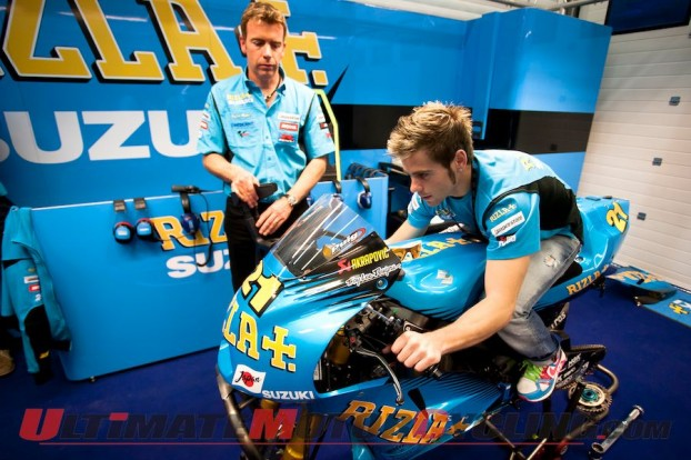 2011-bautista-returns-to-the-suzuki-gsv-r-seat 4