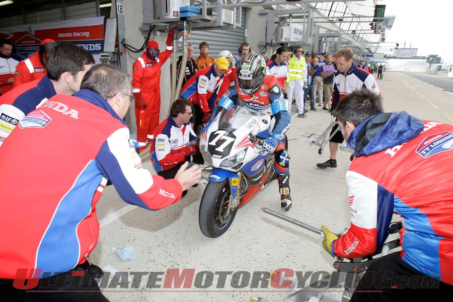 2012-honda-tt-legends-lay-rubber-at-sepang (1)