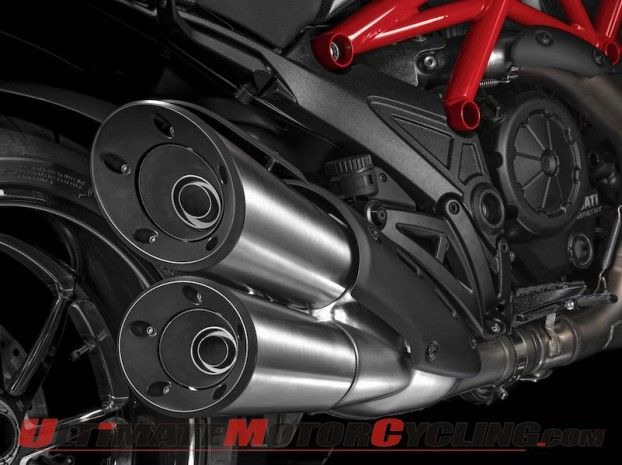 2015 Ducati Diavel (Carbon) | First Look Review & Specs