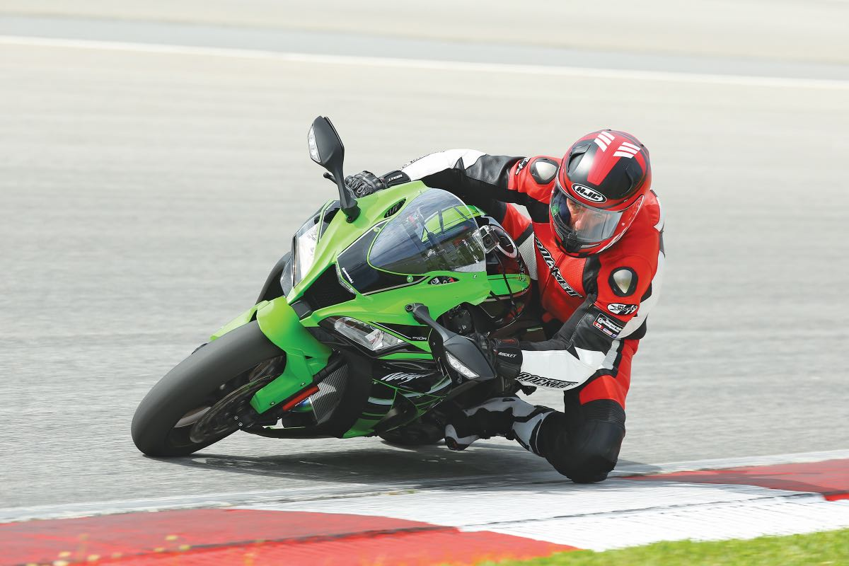 2016 Kawasaki Ninja ZX-10R | Championship Ready for Top Speed