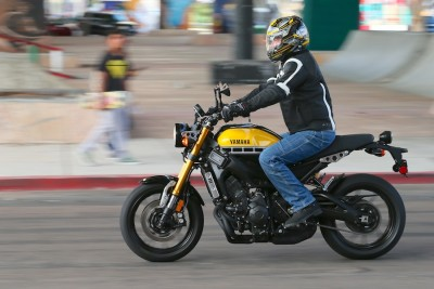 2016-Yamaha-XSR900-First-Test-urban