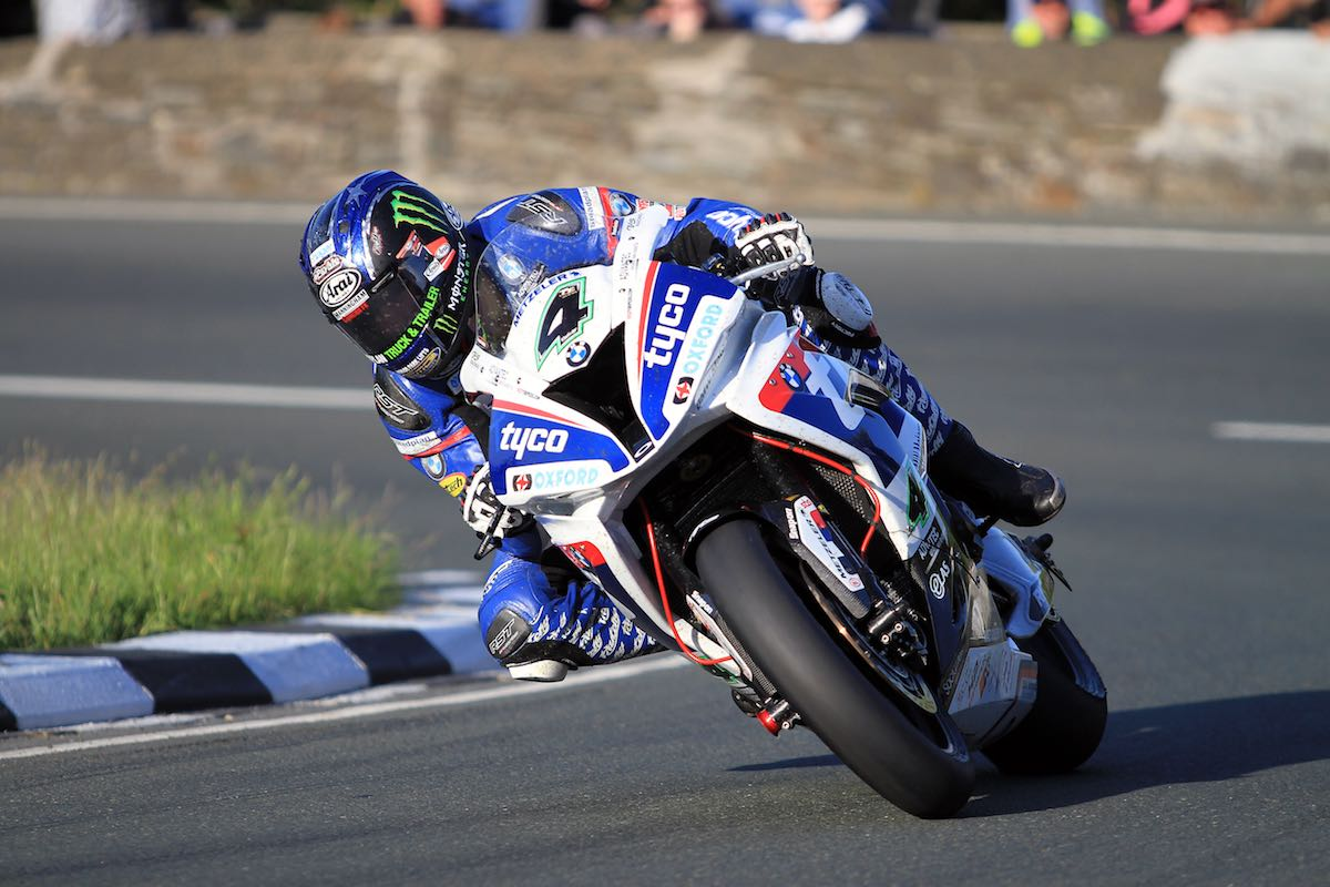BMW's Hutchy Unofficially Breaks Isle of Man TT Lap Record…in Superstock!