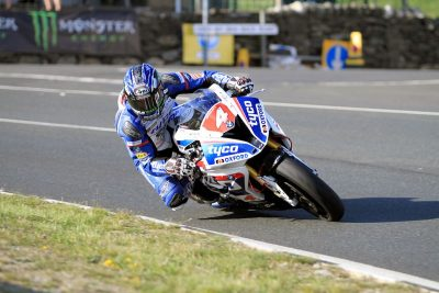 BMW's Hutchy Posts 1st 130mph Lap | 2016 Isle of Man TT Tuesday Practice