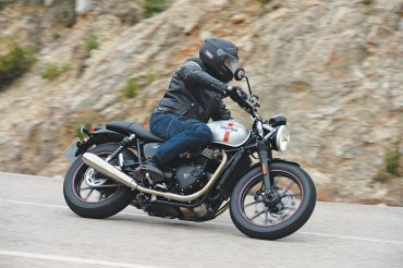 2016 Triumph Bonneville Street Twin Test | Full of Possibilities