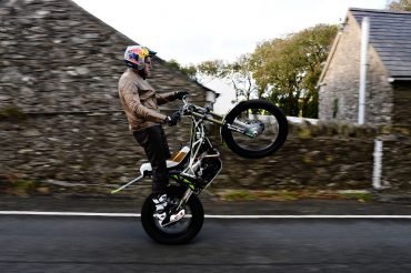 Lampkin Wheelies Isle of Man TT Course | 37.73 Miles in 1 Hour 35 Minutes (Video)