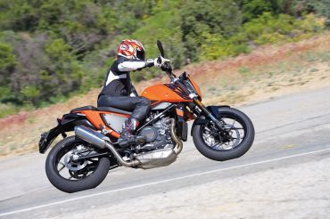 2016 KTM 690 Duke Review | Singular Feeling