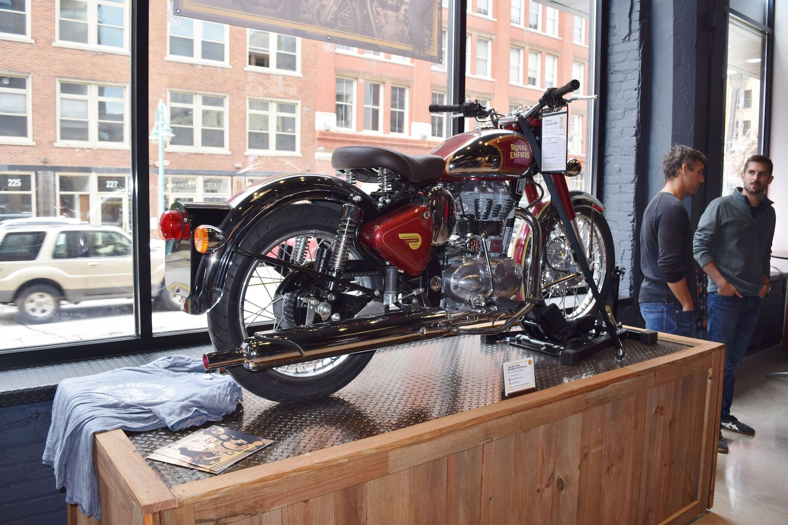 Royal Enfield North American Hq Grand Opening Rocks In Milwaukee Electrical Wiring Diagram Colour Classic Chrome 500