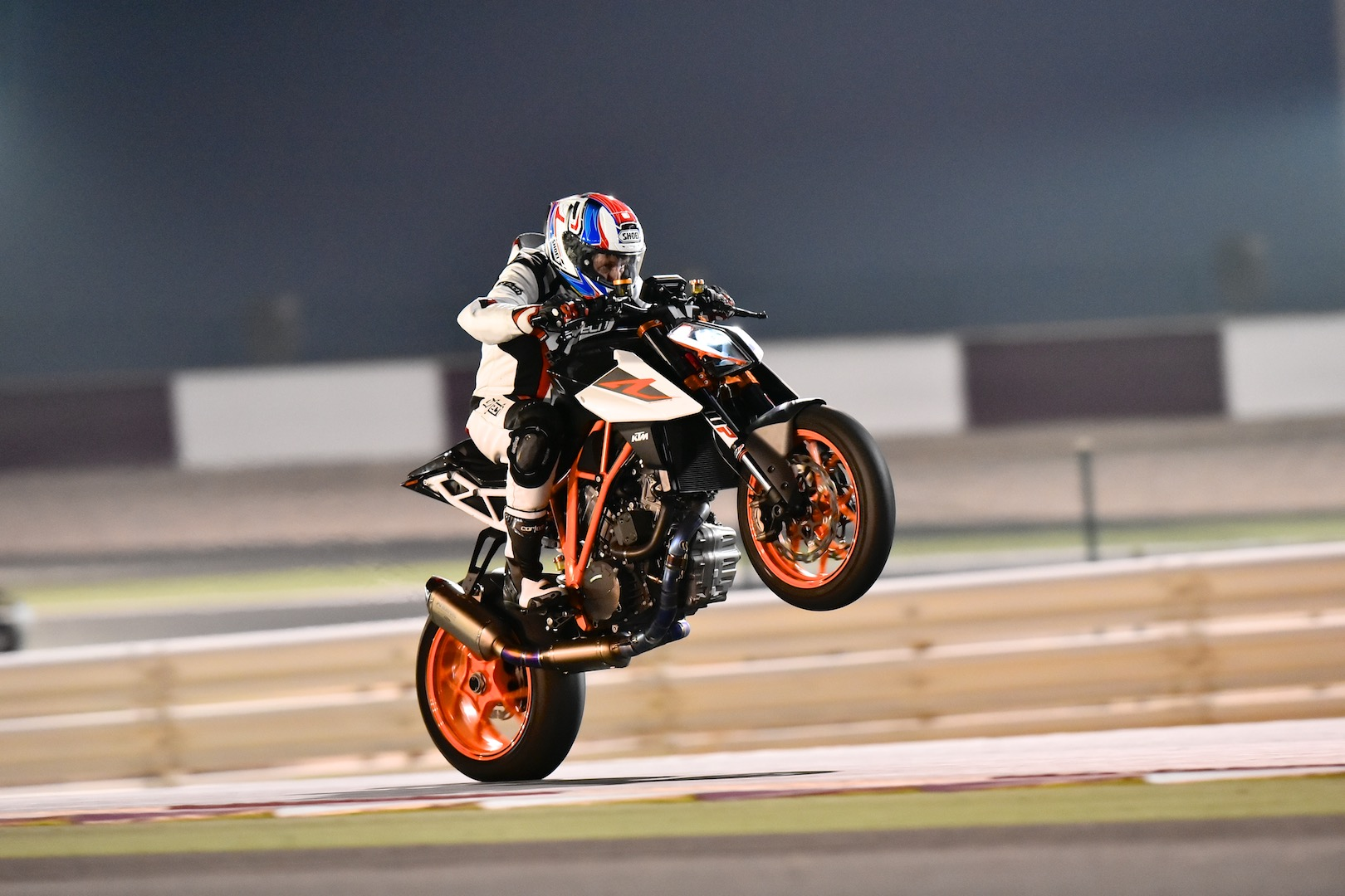 2018 ktm 690 duke. simple ktm 2017 ktm super duke r with race kit review  weaponized to 2018 ktm 690 duke