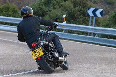 2017 Triumph Bonneville Bobber First Ride Test - handling