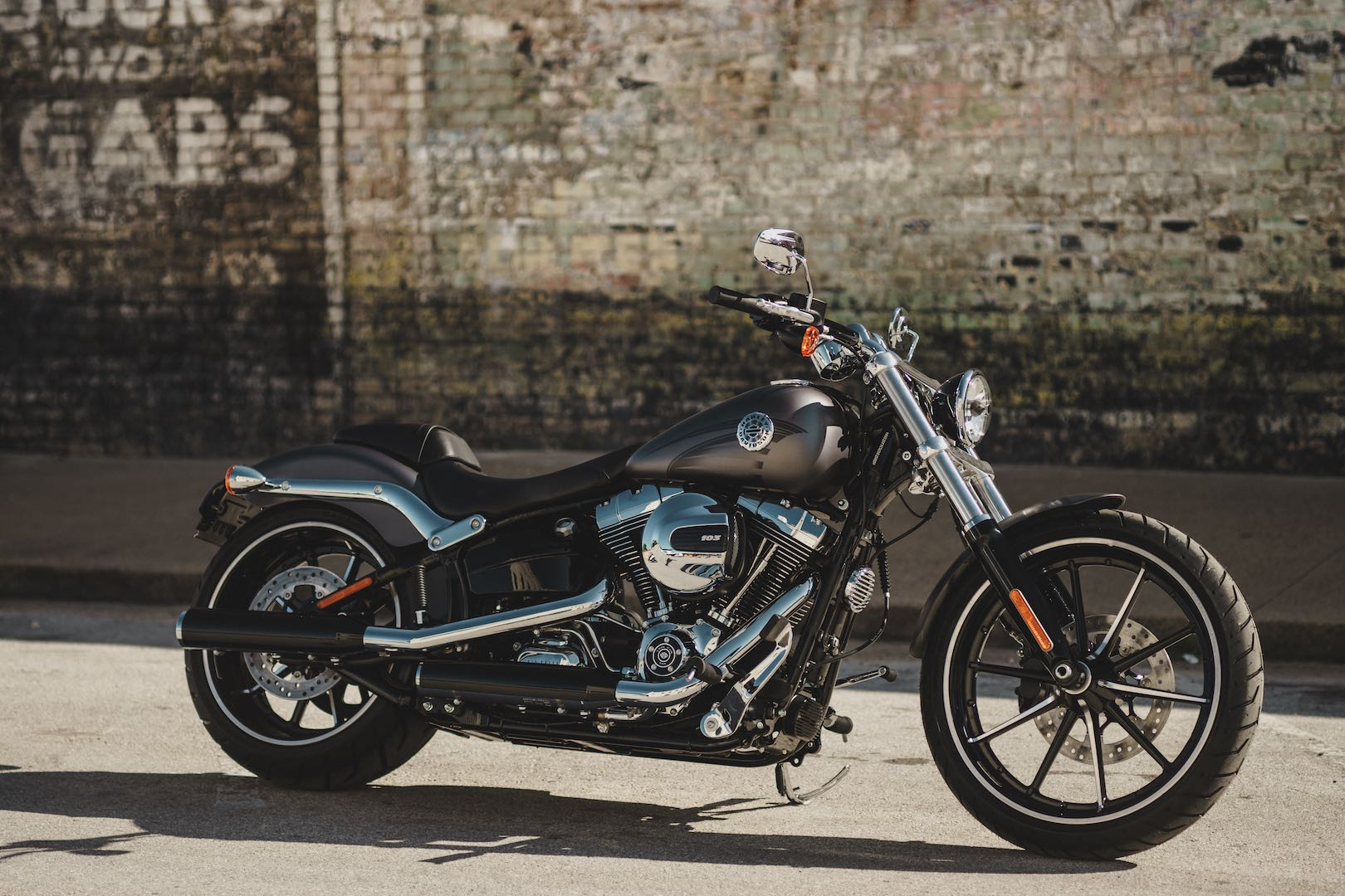 2017 Harley-Davidson Softail Breakout Buyer's Guide | Specs & Price