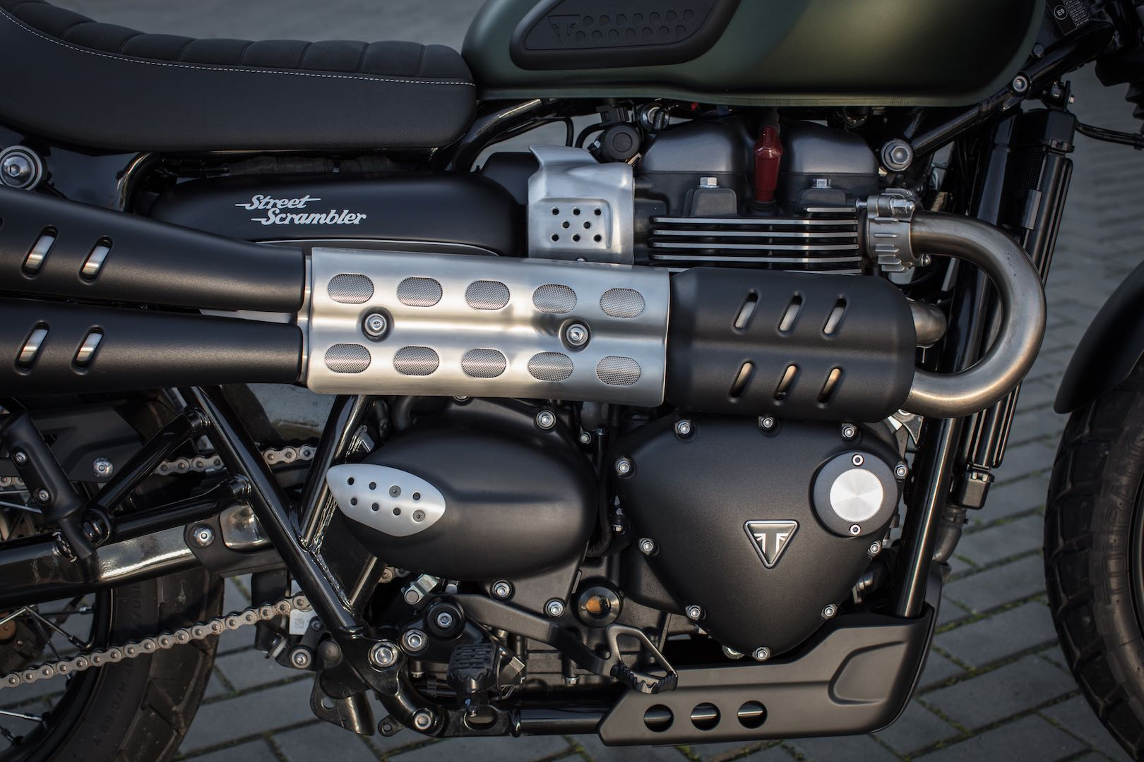 2017 Triumph Street Scrambler Review: exhaust
