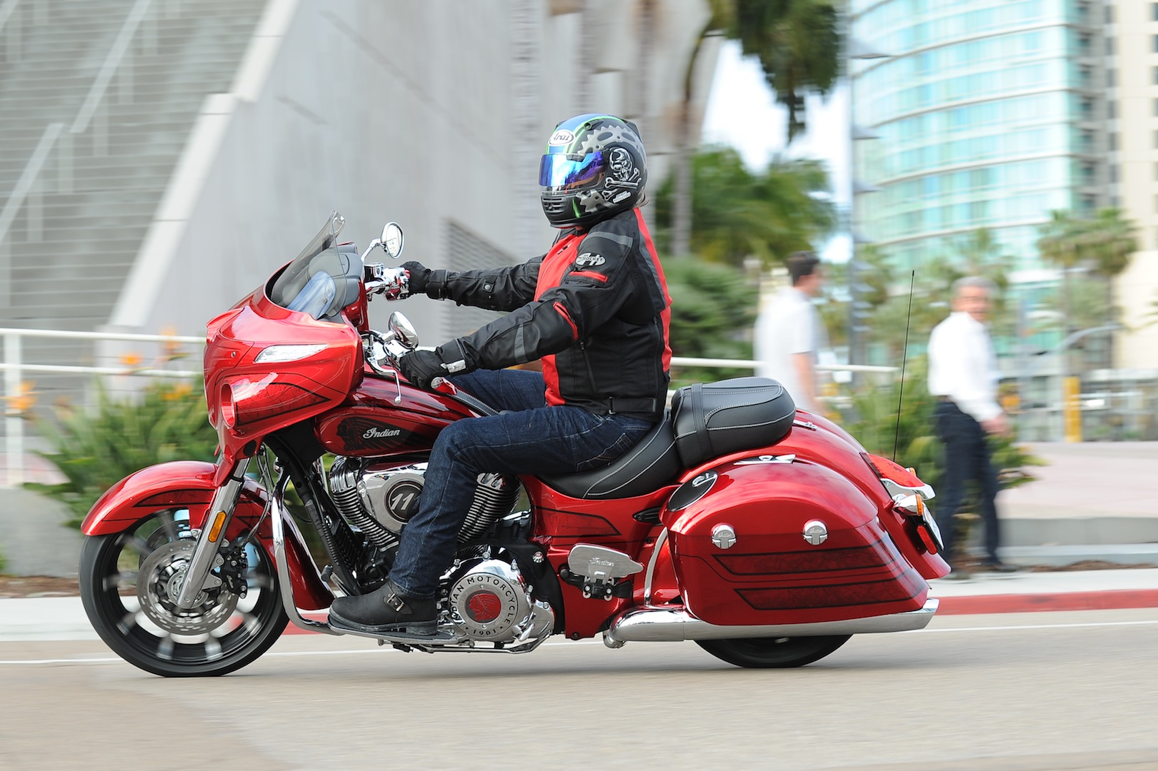 2017 Indian Chieftain Elite Review - Urban