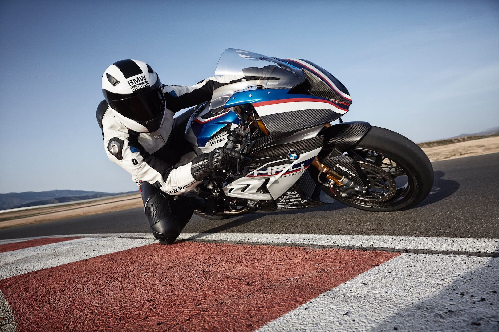 BMW HP4 RACE vs. Ducati 1299 Superleggera