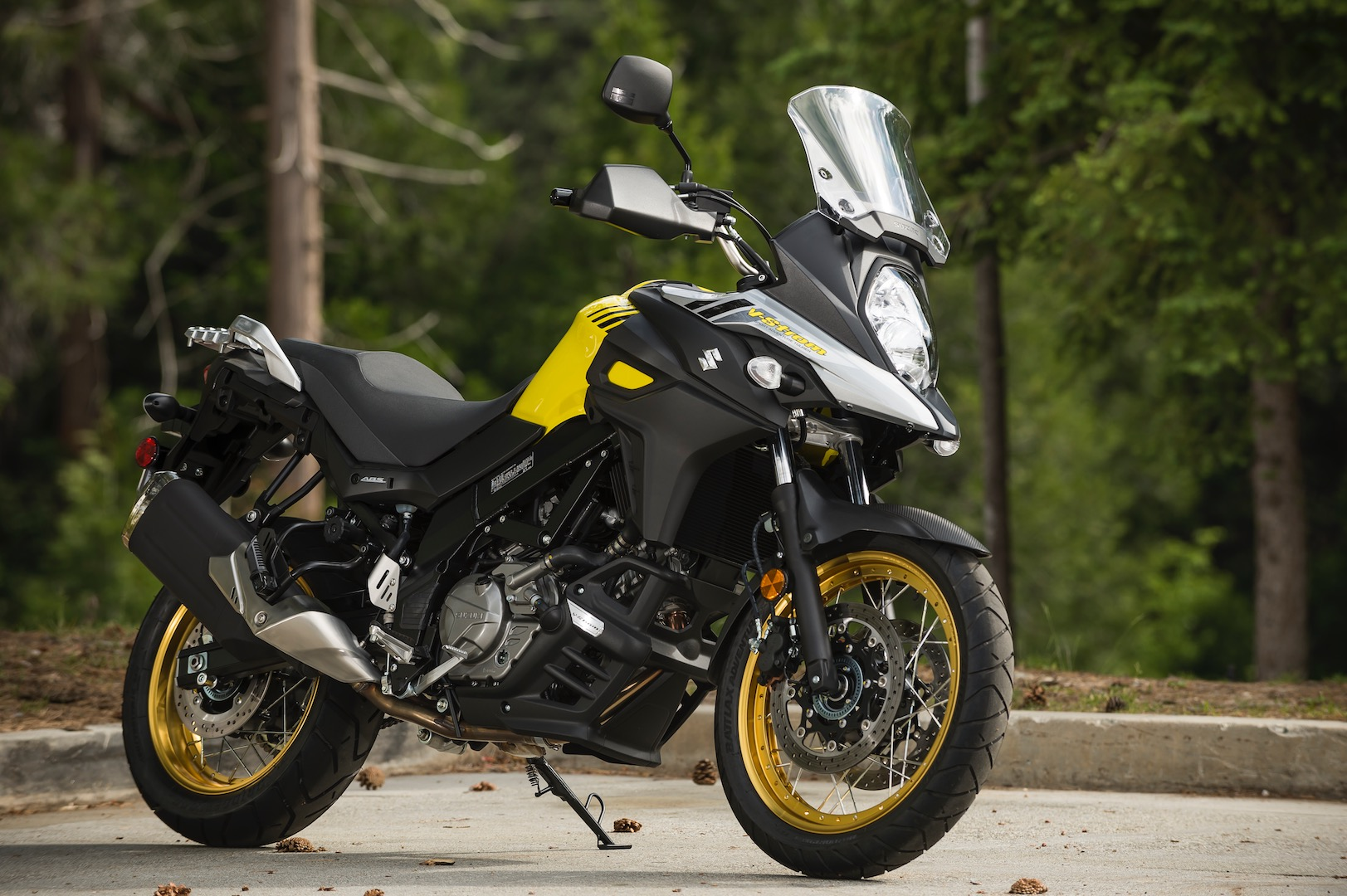 2017 suzuki v strom 650 and 650xt review 10 fast facts. Black Bedroom Furniture Sets. Home Design Ideas