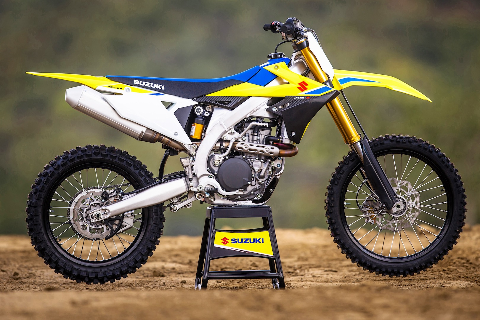 2018 suzuki rm z450 first look 10 fast facts. Black Bedroom Furniture Sets. Home Design Ideas