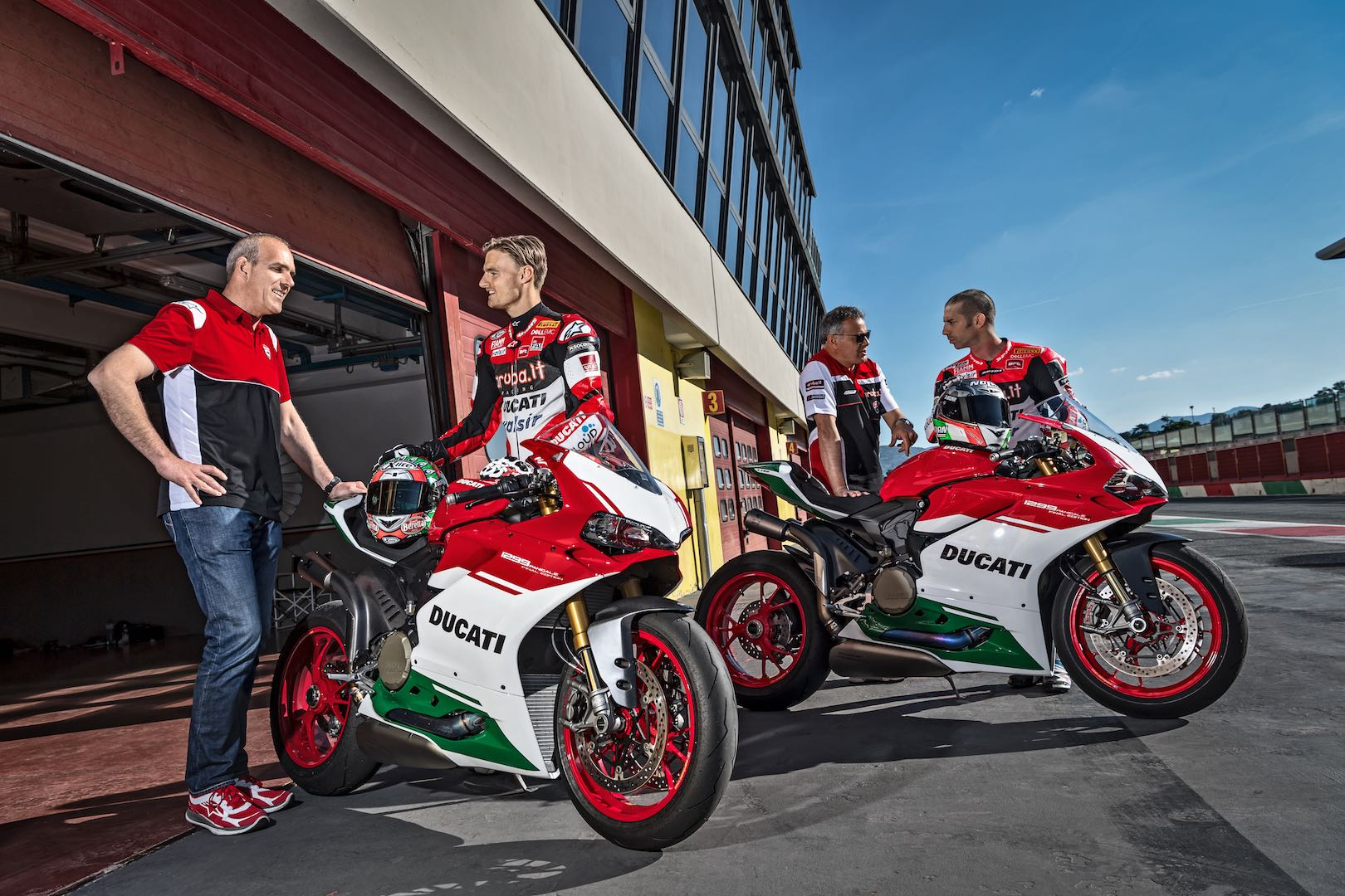 ducati 1299 panigale r final edition unveiled: making way for v4 era