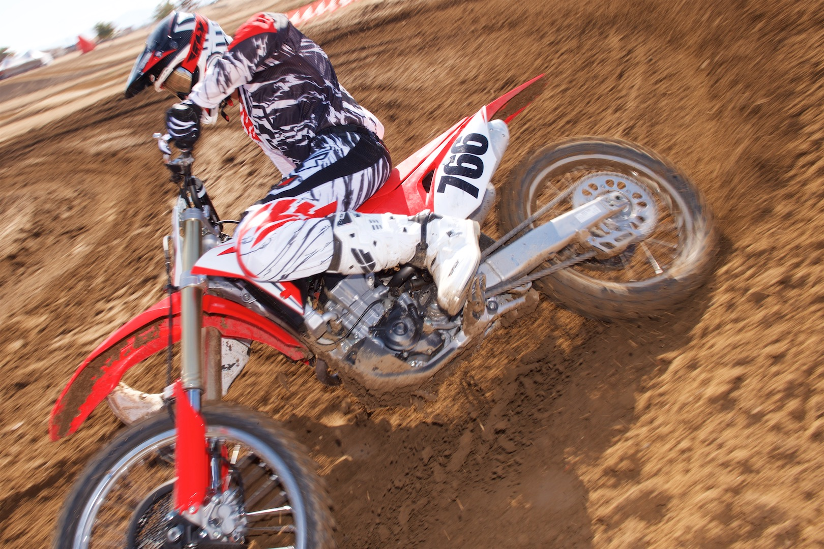2018 Honda CRF450R First Ride Review - Aggressive turn
