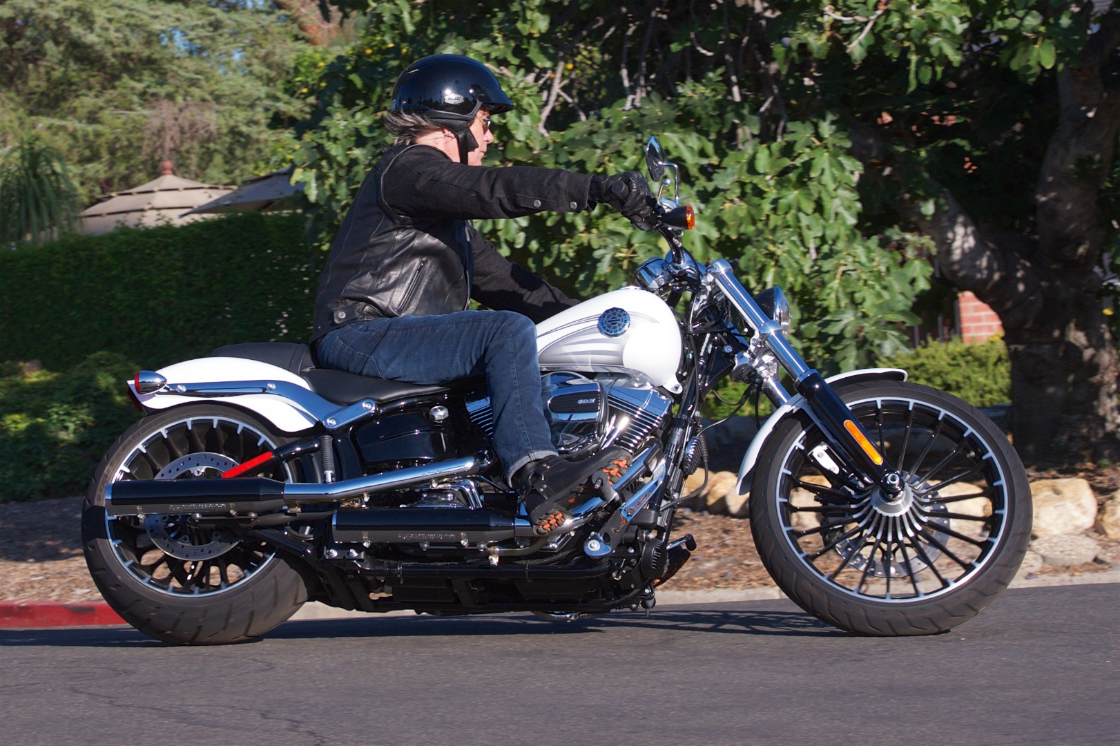 2017 Harley-Davidson Softail Breakout Review | Go Straight