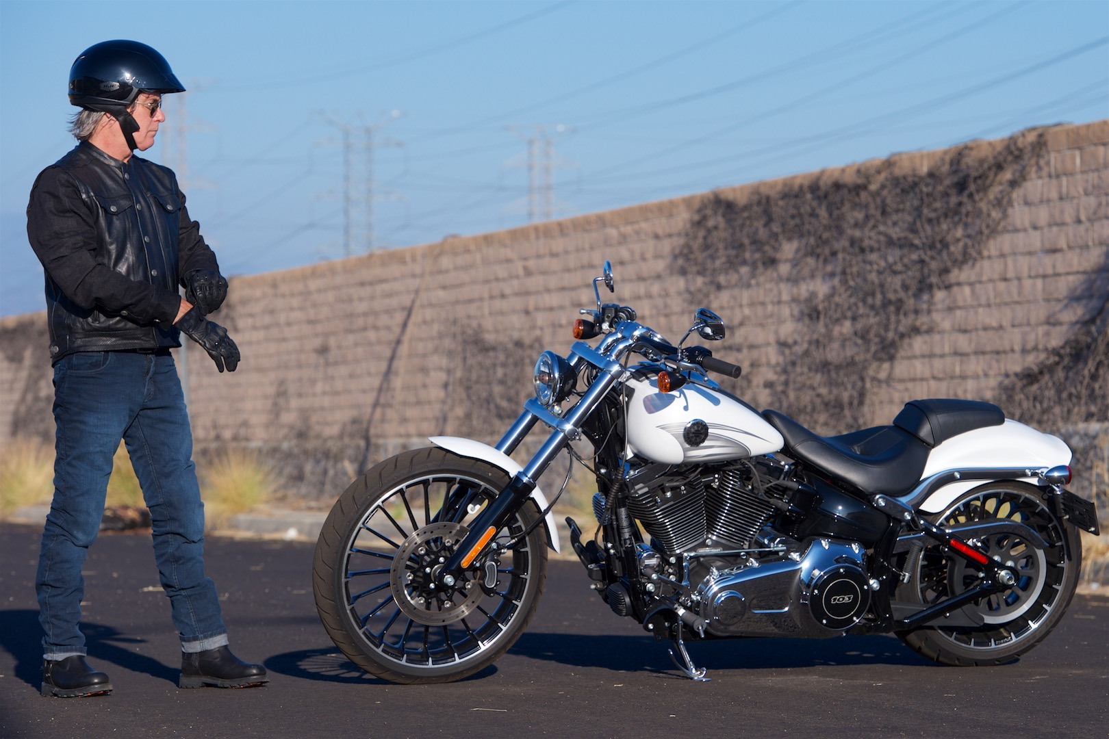 2017 harley-davidson softail breakout review | go straight, young man