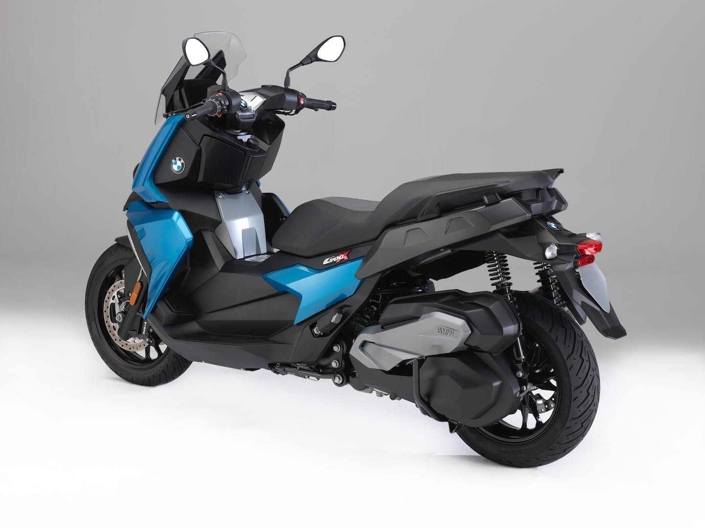 2018 bmw c 400 x scooter first look 10 fast facts. Black Bedroom Furniture Sets. Home Design Ideas
