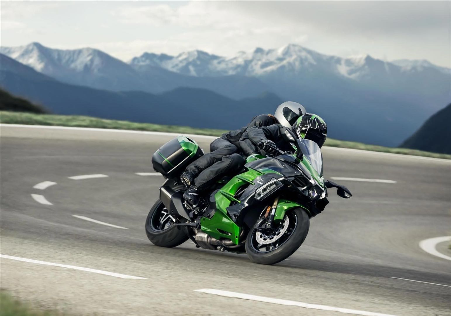2018 kawasaki ninja h2 sx first look 15 fast facts. Black Bedroom Furniture Sets. Home Design Ideas