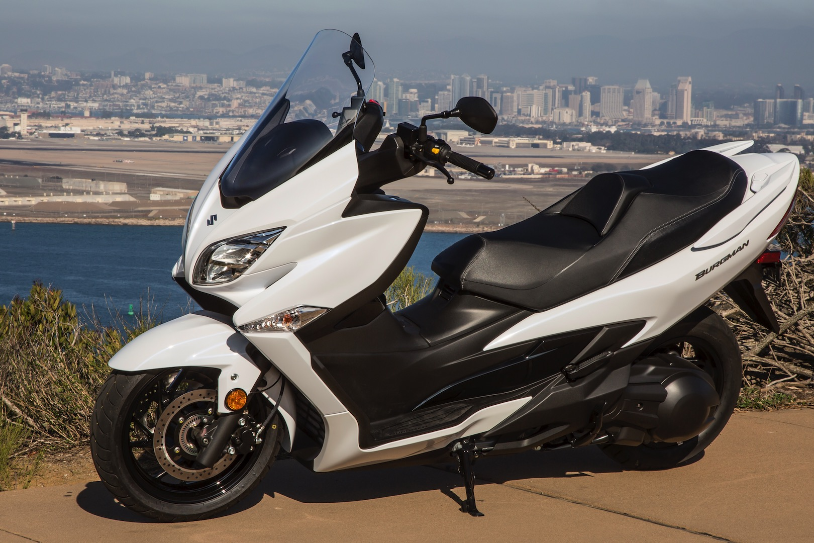 2018 suzuki burgman 400 abs review 14 fast facts. Black Bedroom Furniture Sets. Home Design Ideas