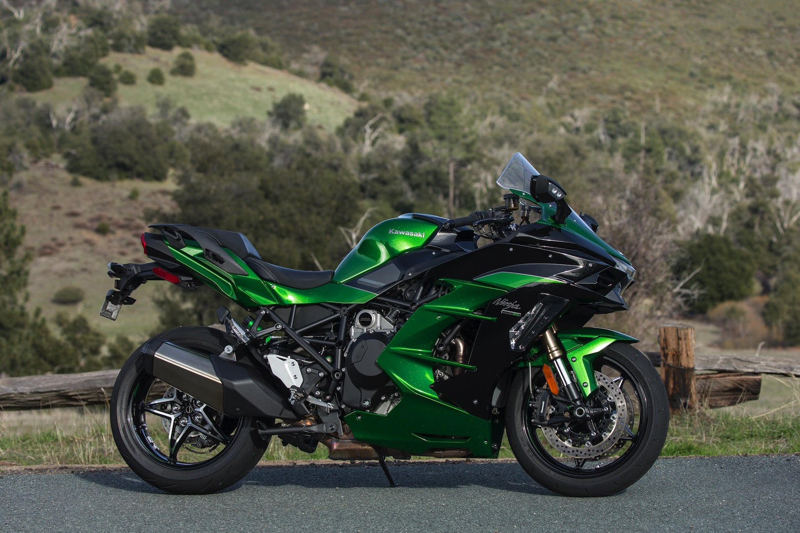 2018 Kawasaki Ninja H2 SX SE Review | 24 Fast Facts