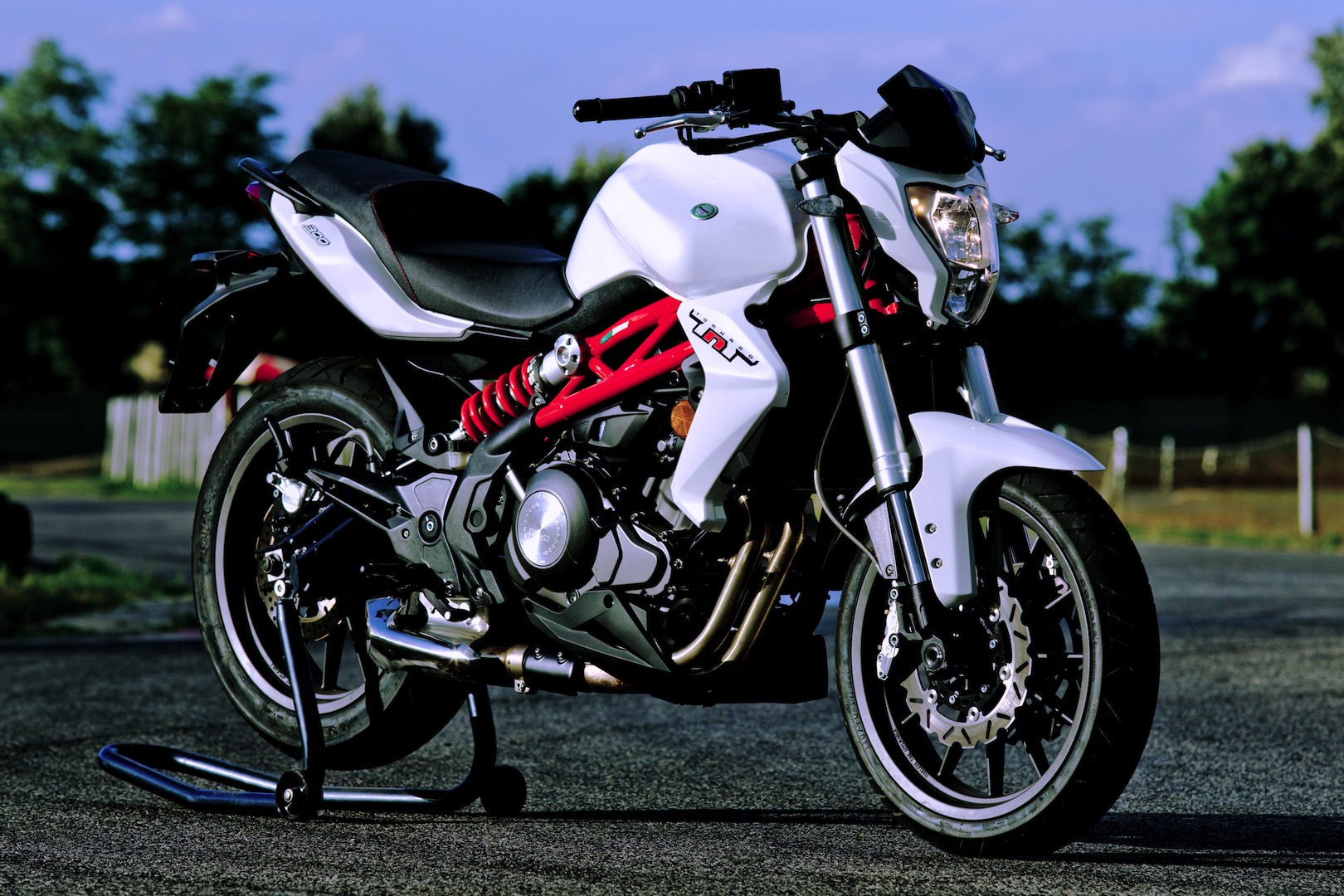 2018 Benelli Tornado TNT 300 Review (16 Fast Facts)