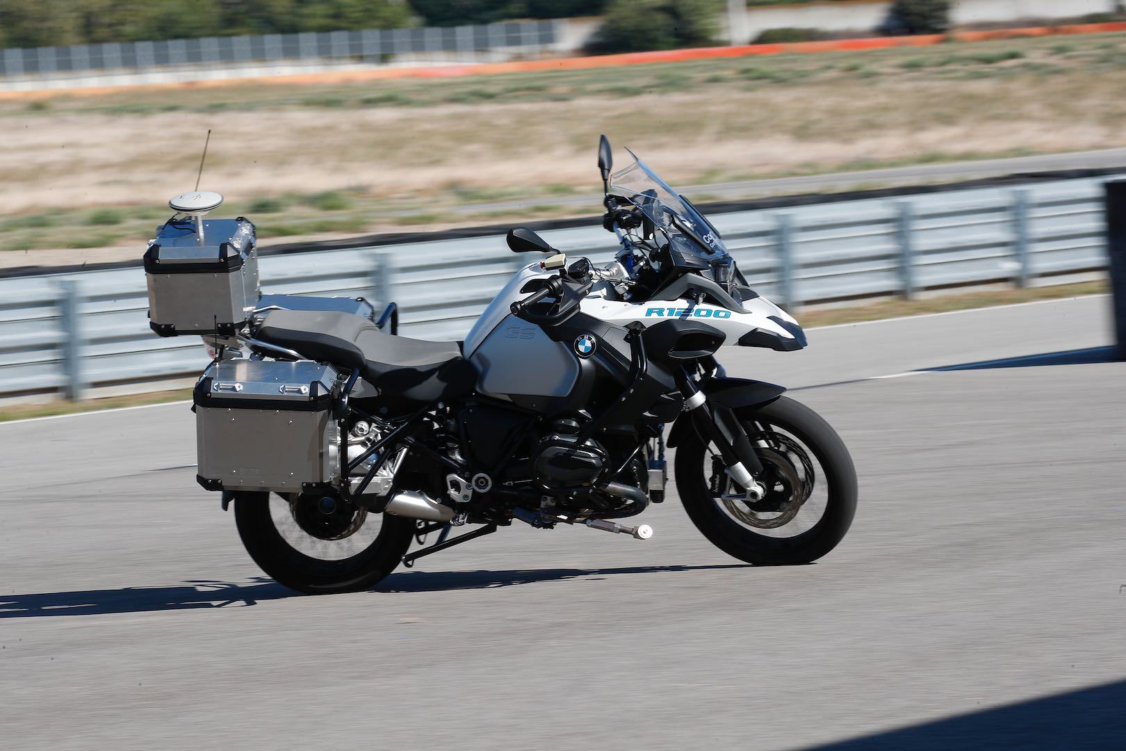 bmw motorcycles 39 s 1st autonomous motorcycle in action r 1200 gs video. Black Bedroom Furniture Sets. Home Design Ideas