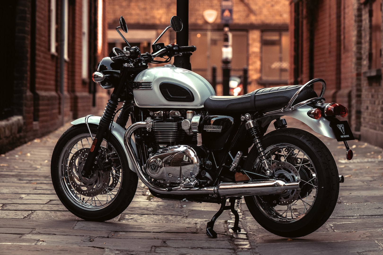 2019 Triumph Bonneville T120 Diamond Edition 6 Fast Facts