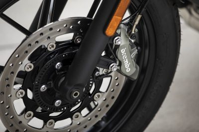 2019 Triumph Street Twin Review front brakes