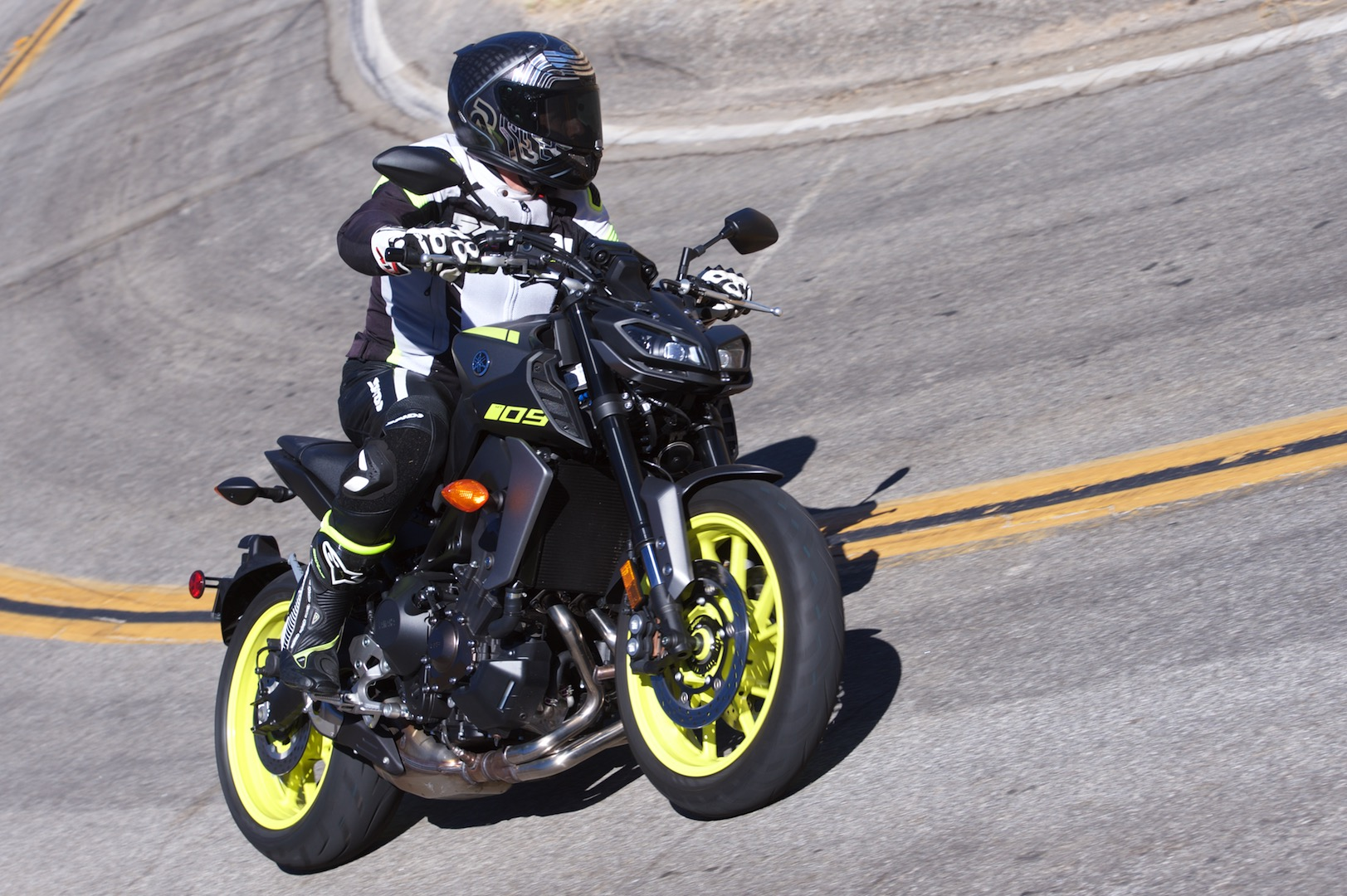 09 >> 2018 Yamaha Mt 09 Review 14 Fast Facts