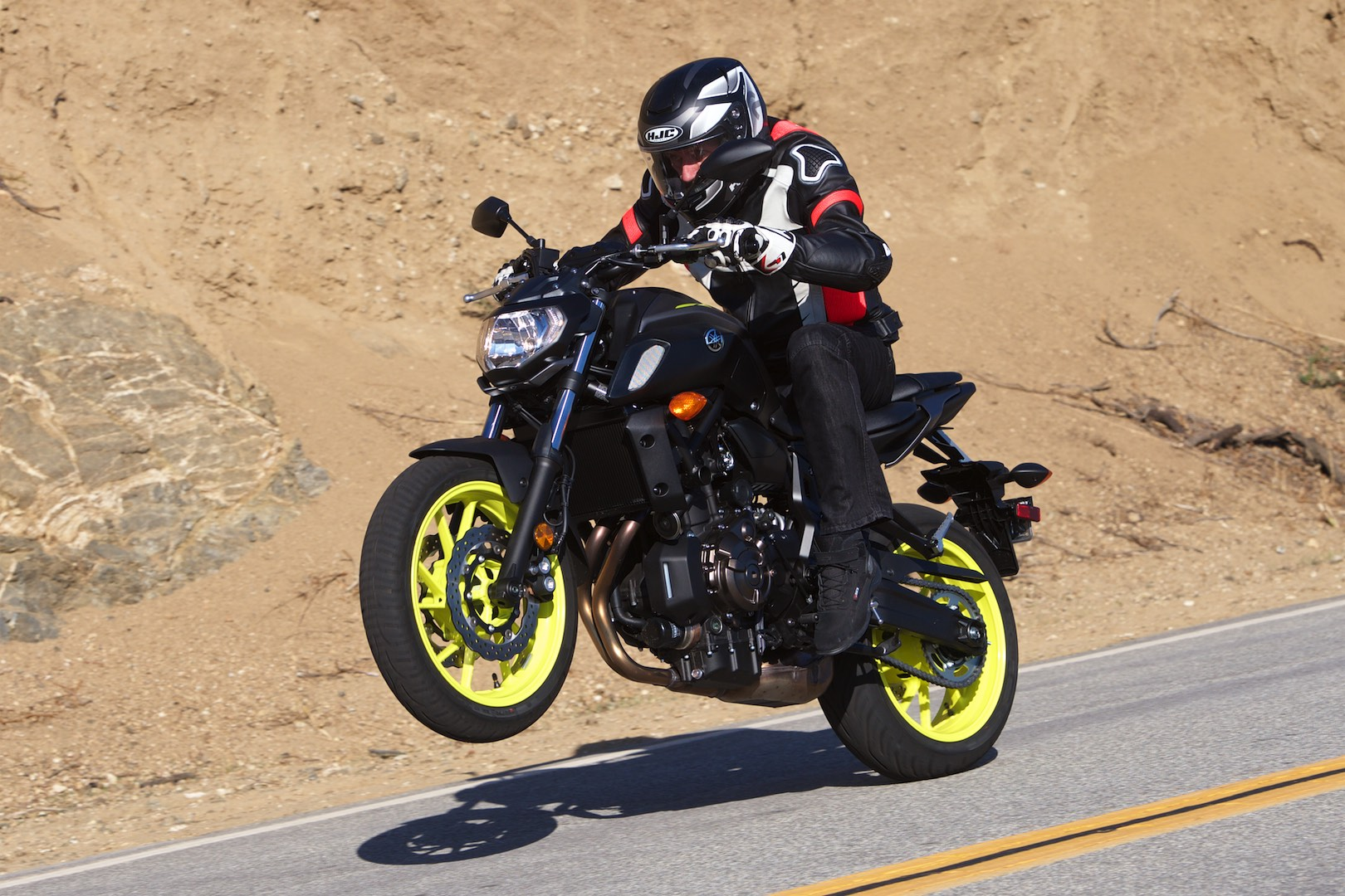 2018 Yamaha MT-07 wheelie
