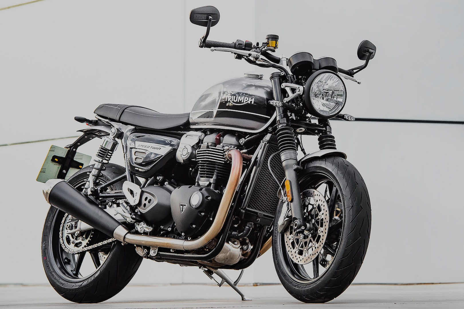2019 Triumph Street Twin Test - 3/4 right