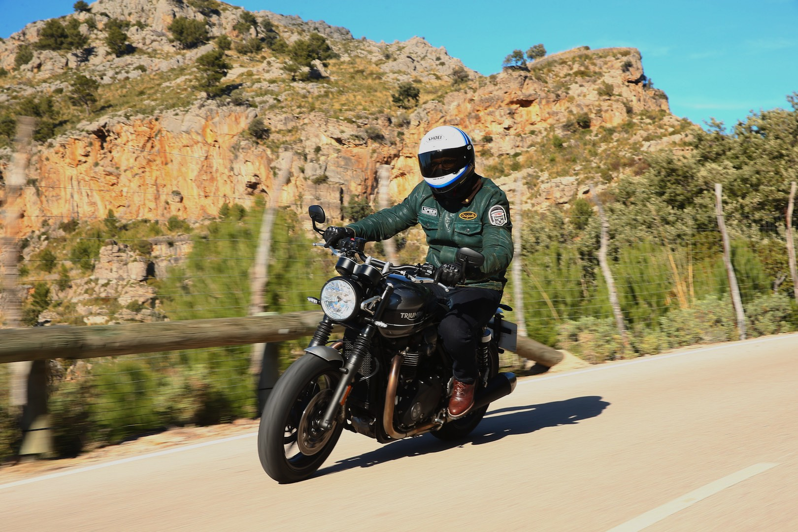 2019 Triumph Street Twin Test - In action