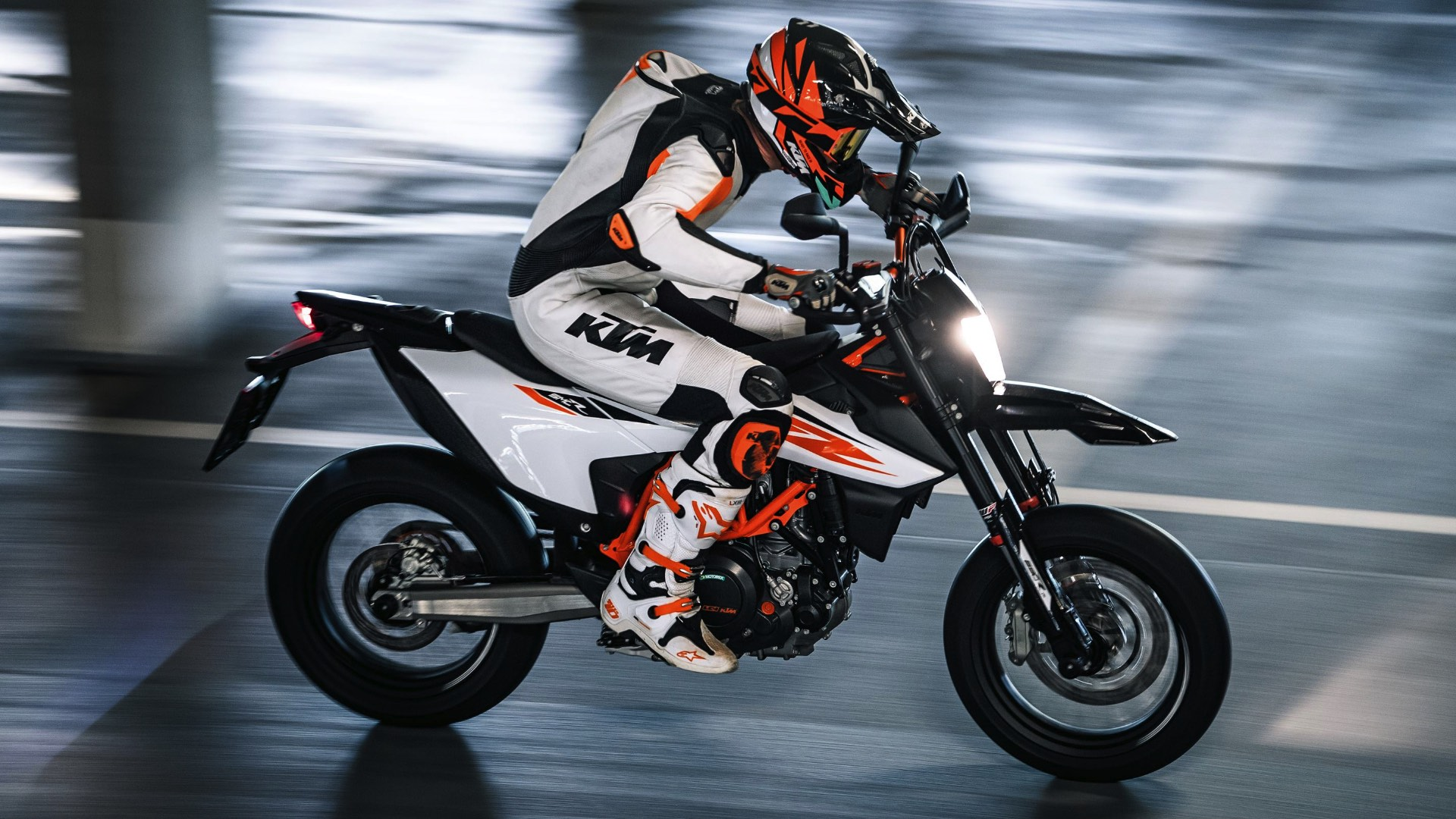 2019 KTM 690 SMC R First Look: On-Street