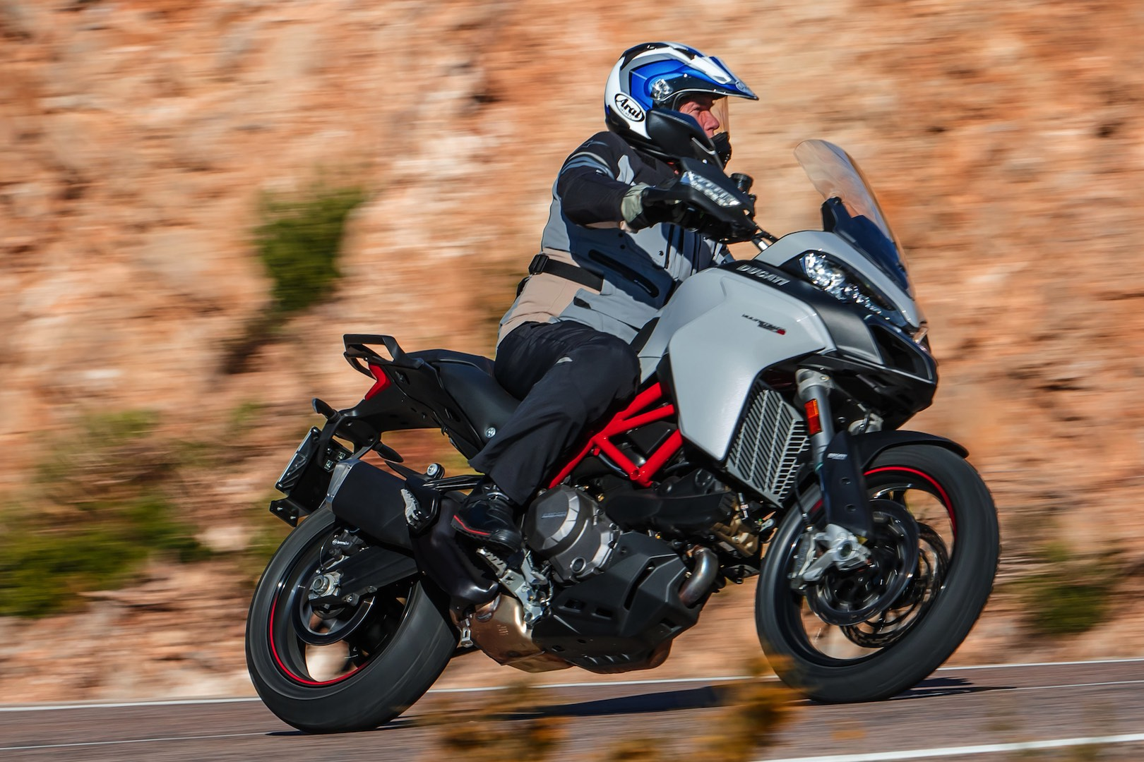 2019 Ducati Multistrada 950 S Review - 3/4 left action