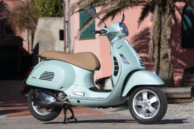 2020 Vespa GTS 300 HPE Review - right side