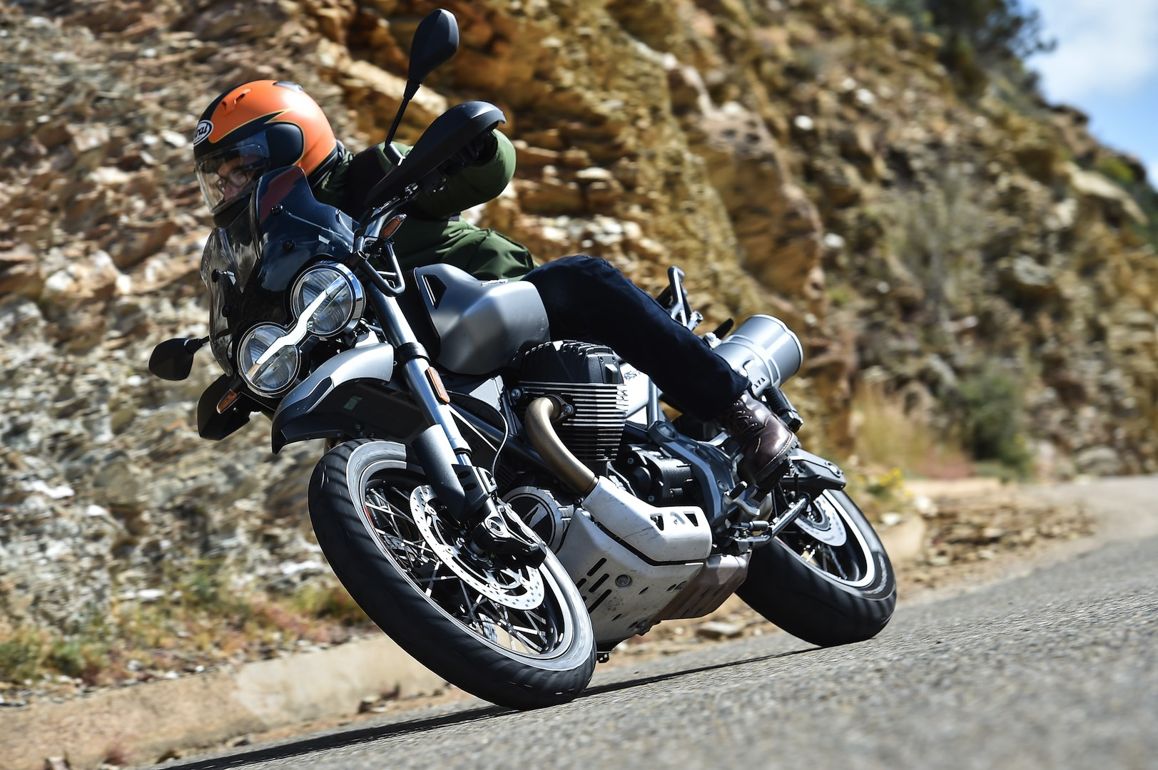 Moto Guzzi V85 TT Test - lean right