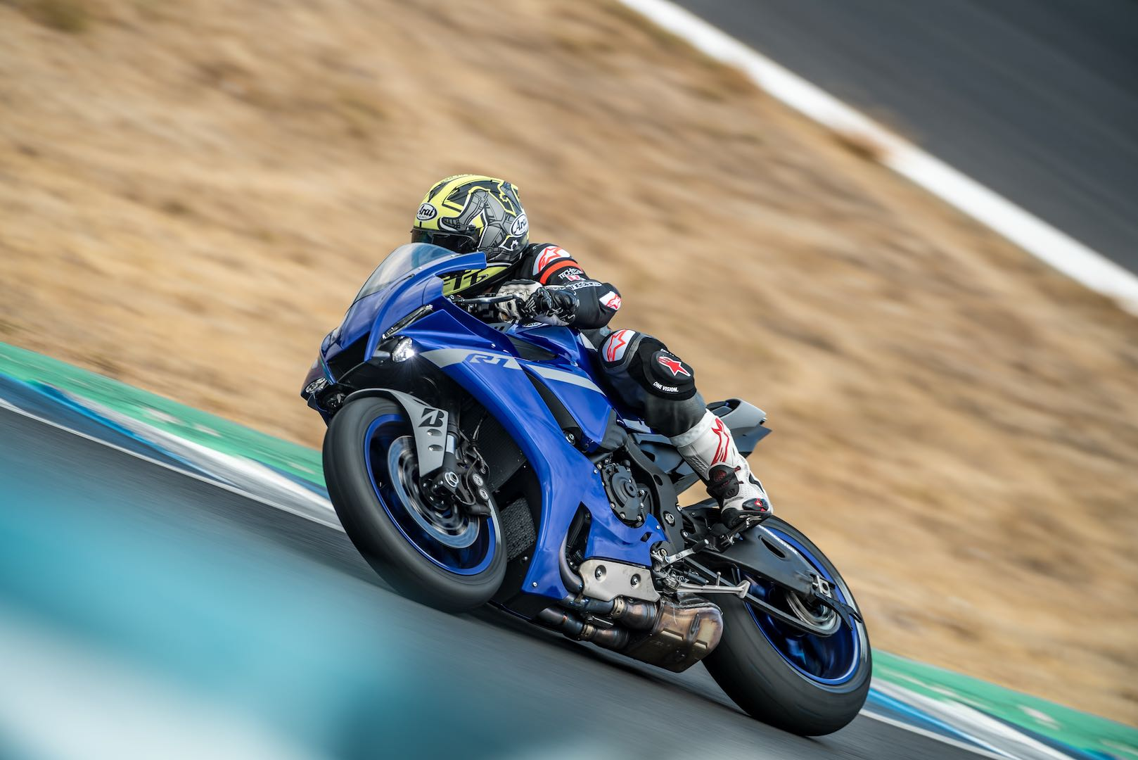 2020 Yamaha YZF-R1 and YZF-R1M Review (23 Fast Facts)