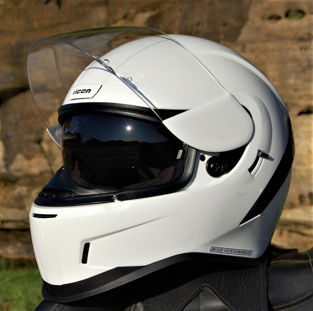 The Airform includes a tinted internal drop shield operated by the black switch to the rear of the face shield hinge.