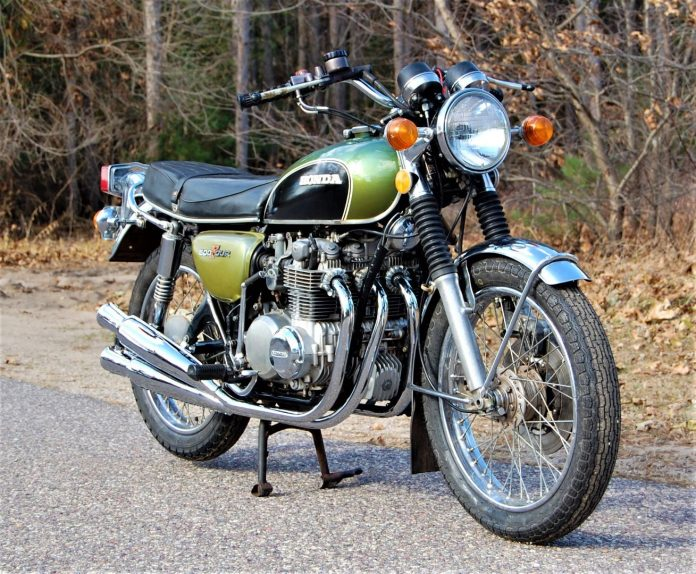 1973 Honda CB500K2 right front view: Gettin' that old-time feeling with that original look.