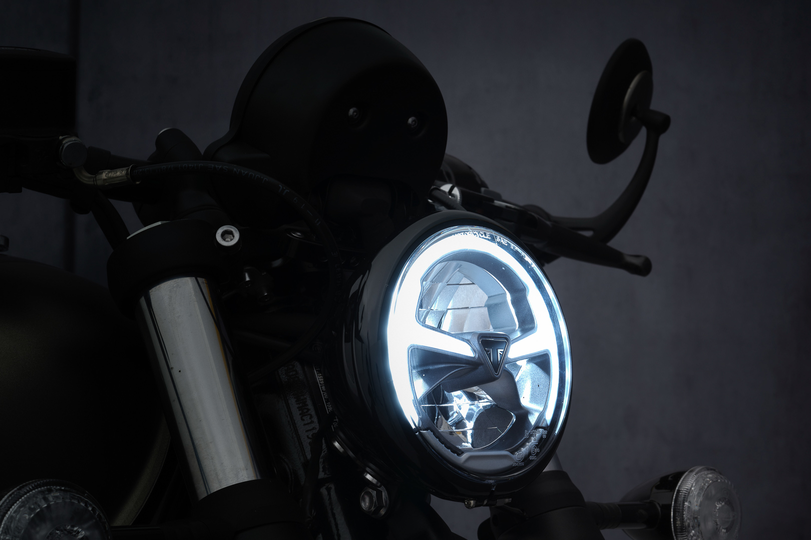 2022 Triumph Bonneville Bobber First Look: LED Headlight